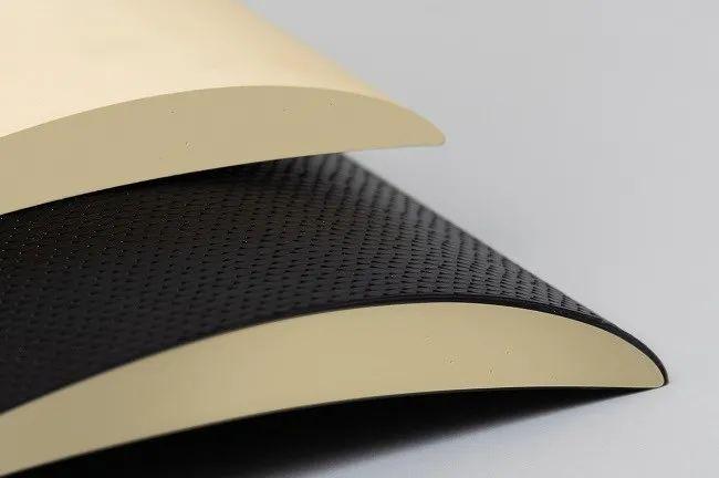 亨斯迈聚氨酯树脂材料组合实现了汽车的轻质夹层结构